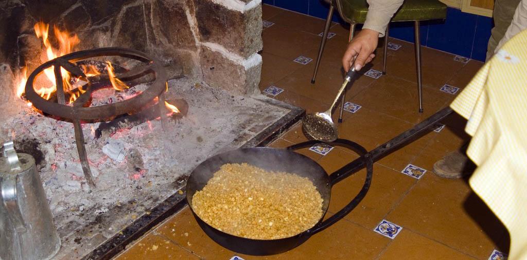 Preparando las migas almeria