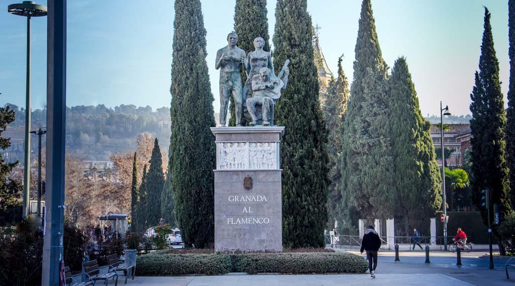 monumento al flamenco en Granada junto al Paseo del Violon