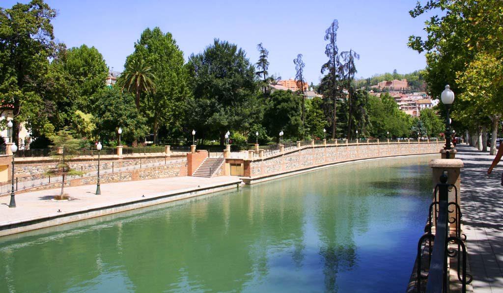 Paseo del Salón con el río genil lleno