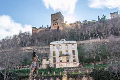 Estatua de Mario Maya en el Paseo de los tristes de Granada