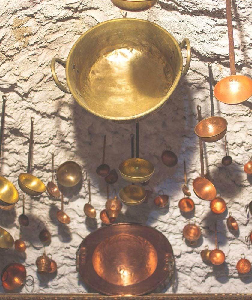 Caharros de cobre de los gitanos del Sacromonte